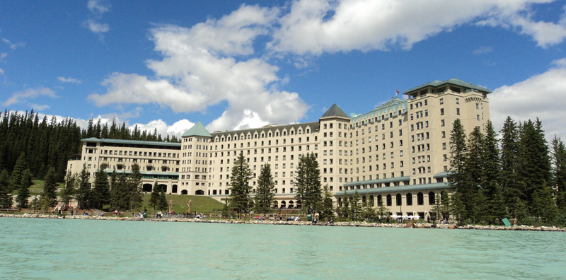 The-Fairmont-Chateau-Lake-Louise-exterior