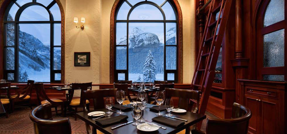 The-Fairmont-Chateau-Lake-Louise-lounge